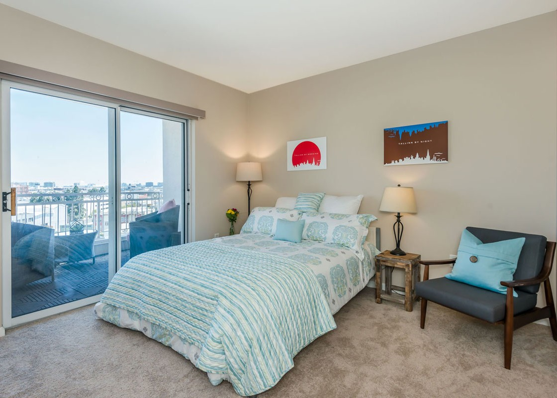 140_SouthVanNess_Bed-2