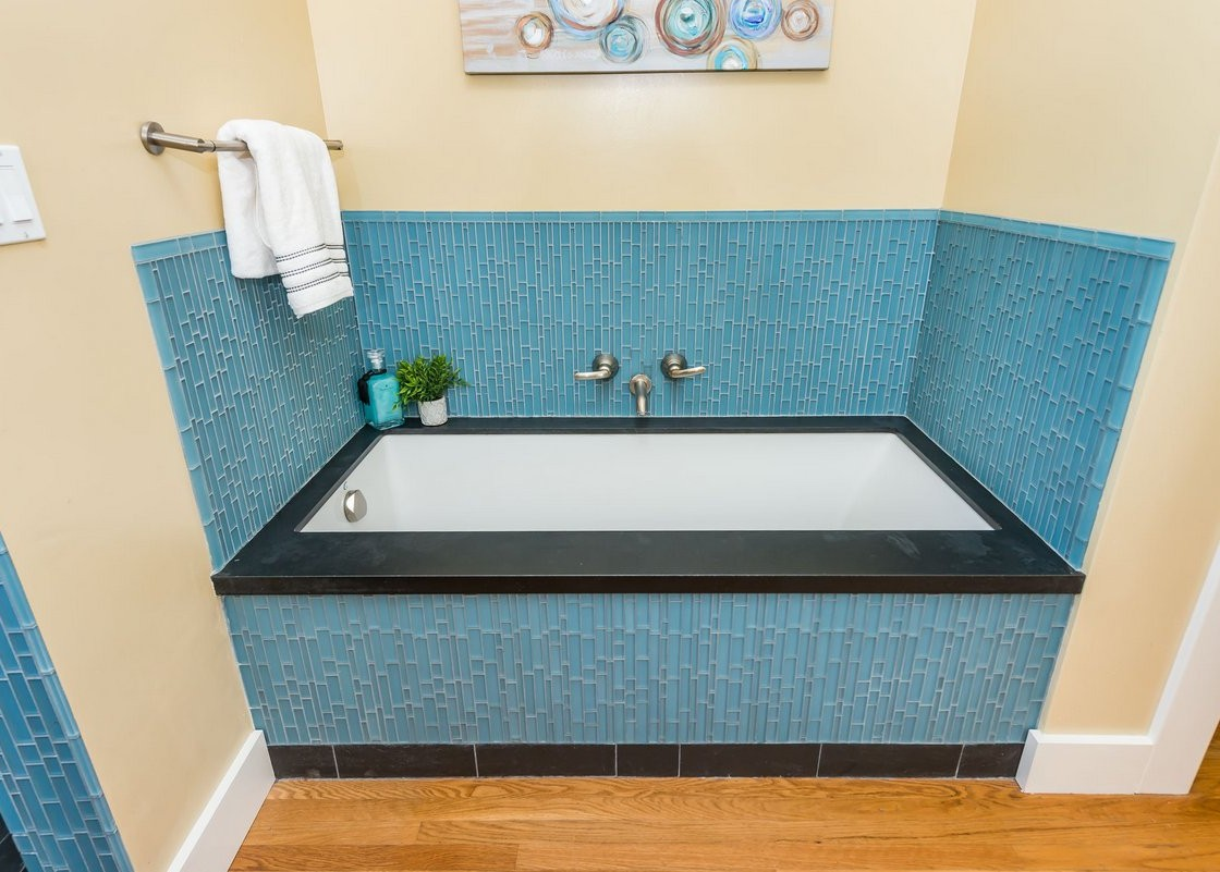 4299moraga_bath_tub