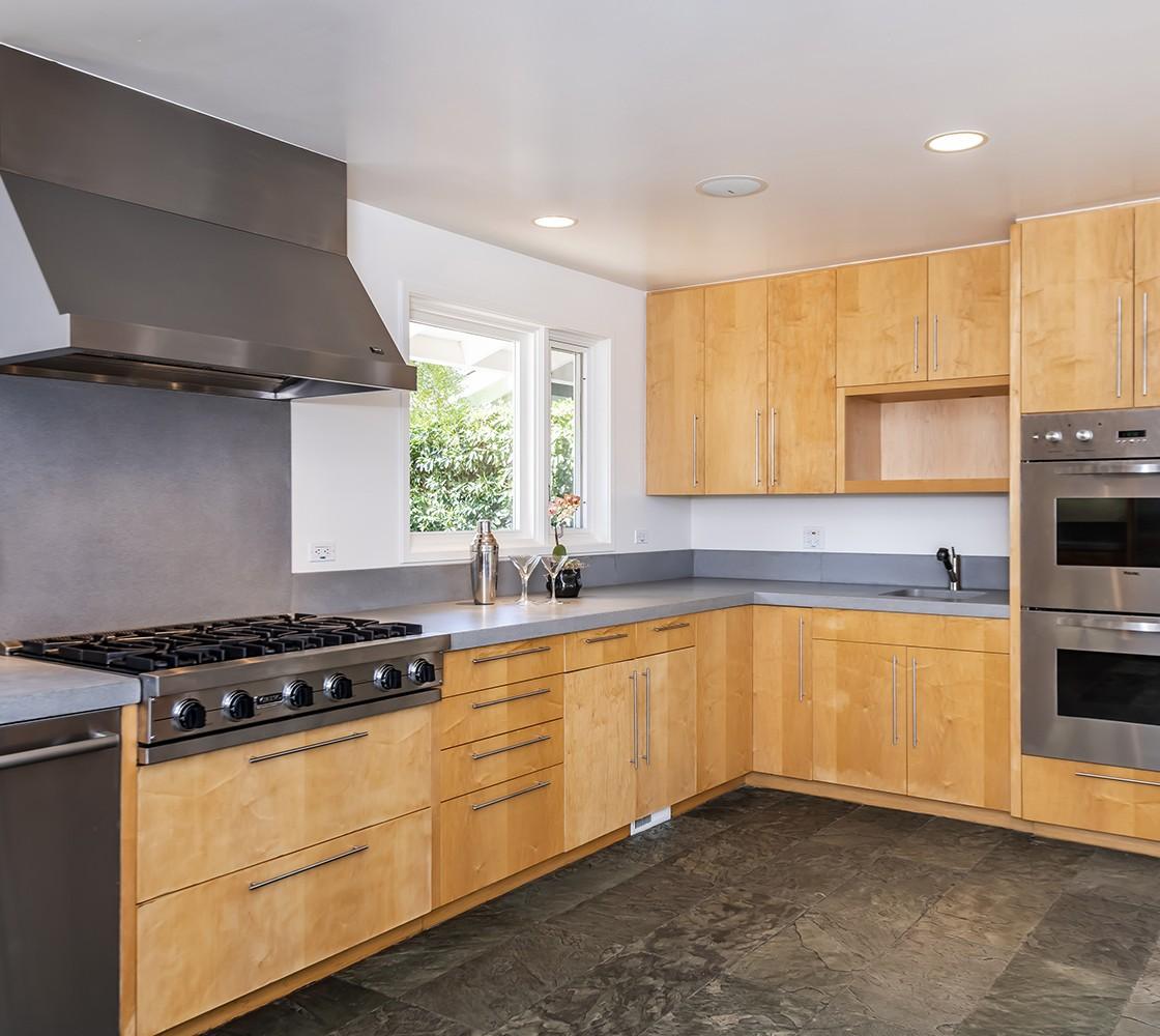 27_540_Pullman_kitchen