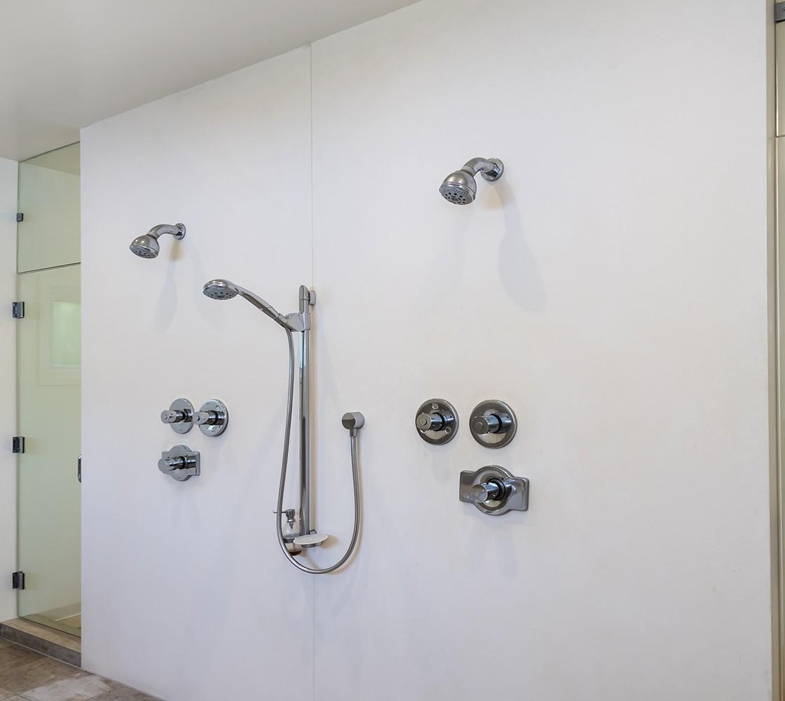 40_540_Pullman_shower