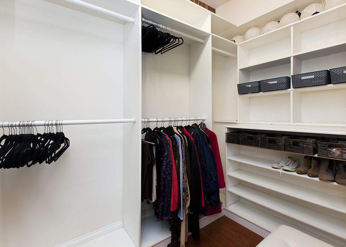 2336AJones Closet
