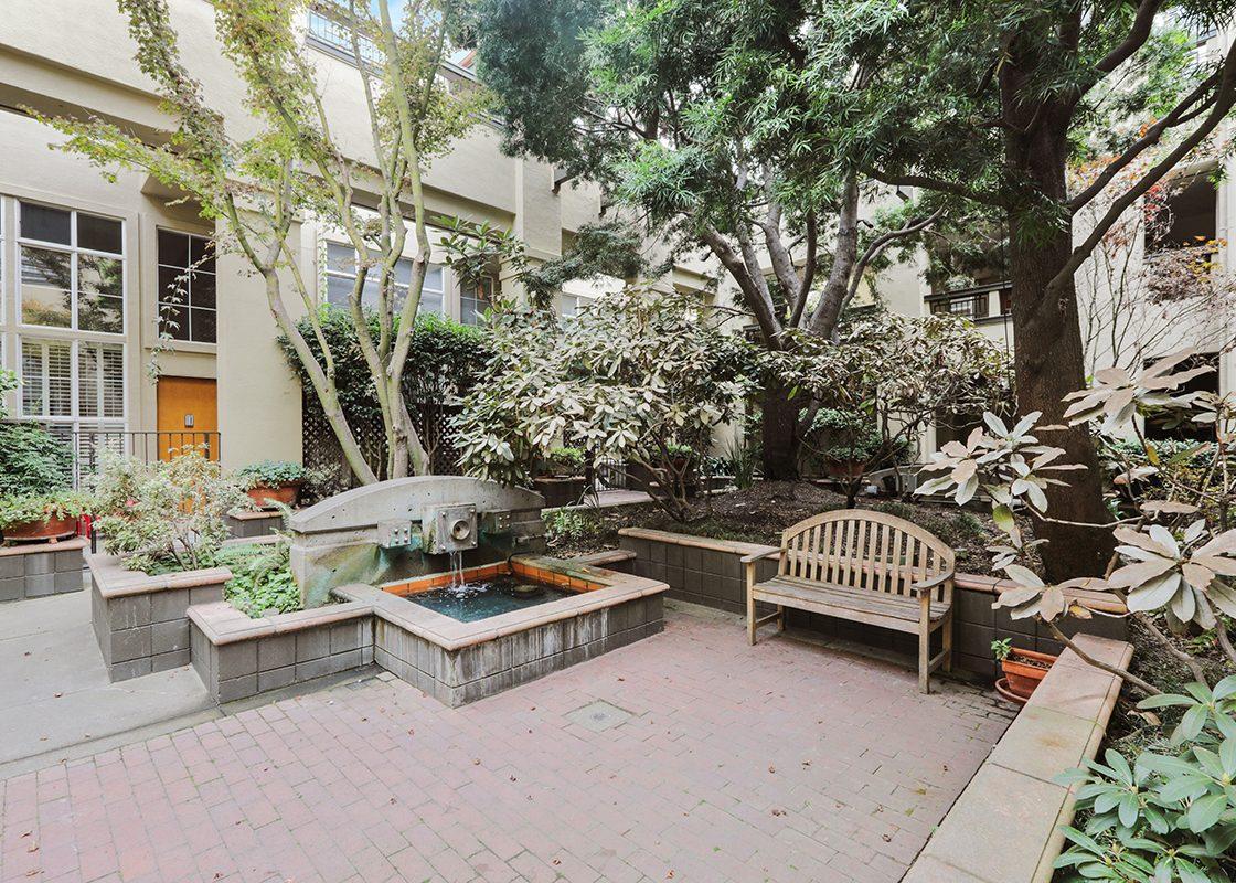 701Minnesota224 Courtyard1