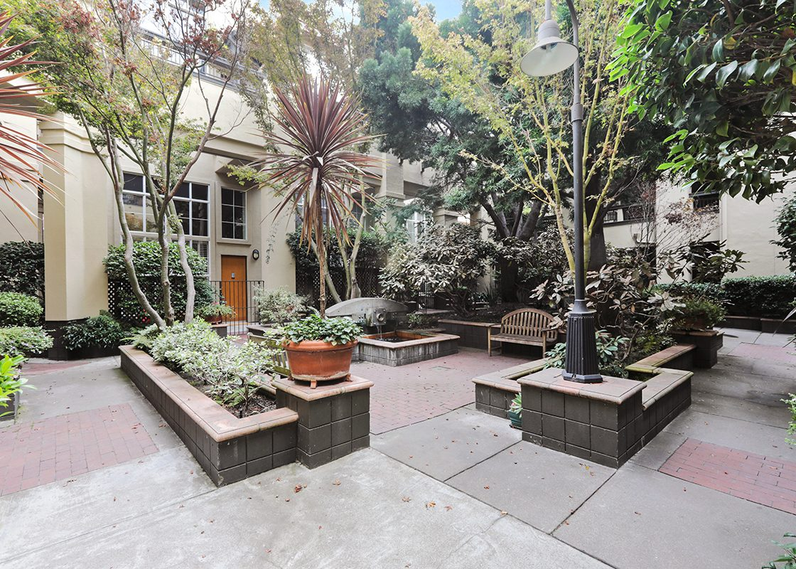 701Minnesota224 Courtyard2